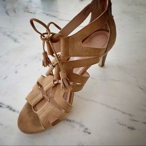 "TAHARI Norway lace-up gladiator, sz 9. 3"" heel"